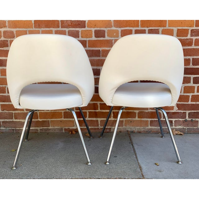 Knoll Knoll Saarninen White Executive Chairs- A Pair For Sale - Image 4 of 12