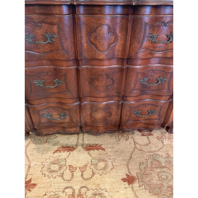 Traditional 1920s Vintage Mahogany Serpentine Chest of Drawers Dresser For Sale - Image 3 of 10