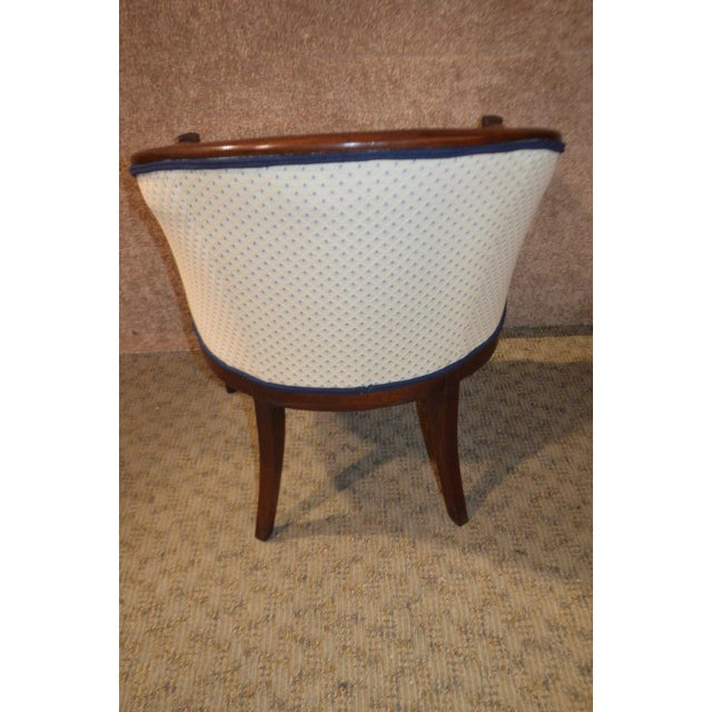 1960s Vintage Sheraton Style Inlaid Mahogany Barrel Back Accent Chair For Sale - Image 5 of 13