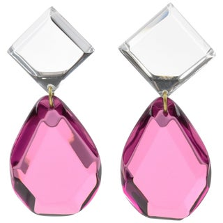 Harriet Bauknight for Kaso Oversized Pink Lucite Dangling Drop Clip Earrings For Sale