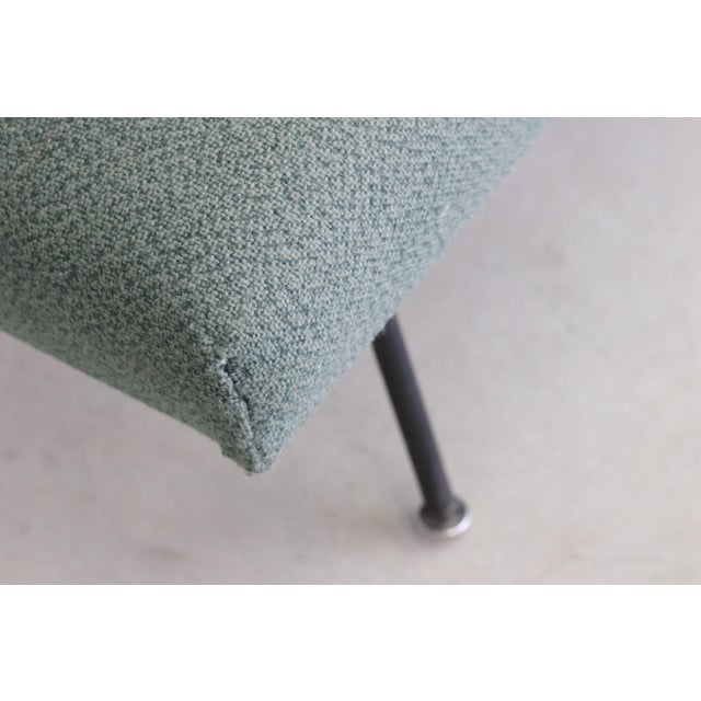Mid-Century Modern 1950s Mid Century Modern Florence Knoll Model 32 Settee For Sale - Image 3 of 4