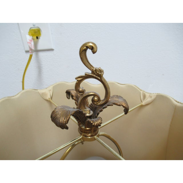 1990s Italian Regency Louis XV Brass Marble Urn Table Lamp For Sale - Image 5 of 11