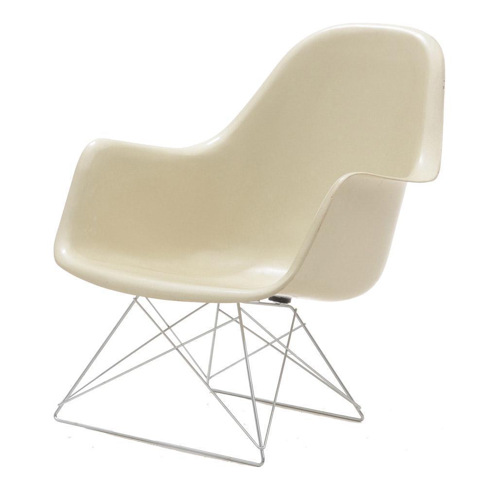 Eames For Herman Miller White Molded Fiberglass Chair For Sale