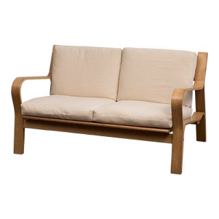 Hans Wegner Ge671 Settee in Oak and Belgian Linen For Sale