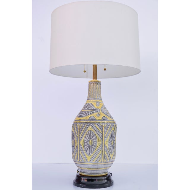 1950s Italian Yellow Ceramic Table Lamp For Sale - Image 5 of 5