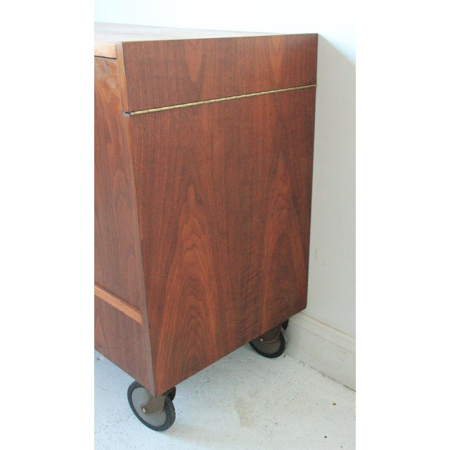 Mid-Century Modern Vintage Mid-Century Rolling Bar Cabinet For Sale - Image 3 of 7
