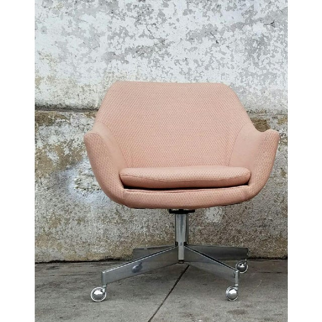 Vintage Mid-Century Pastel Pink Executive Office Chair - Image 2 of 4