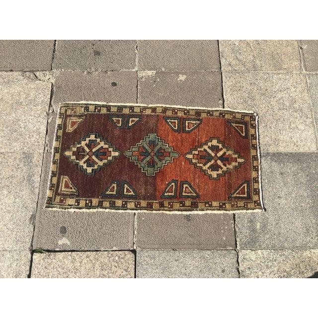 Vintage Oushak Handmade Floor Rug- 1′6″ × 2′10″ For Sale - Image 4 of 6
