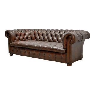 Mid-Century Design Tufted Chestnut Deep Brown Leather Three-Seat Chesterfield Sofa, England, 1950s For Sale