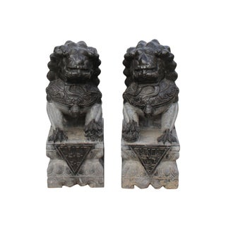 Chinese Pair Black Gray Stone Fengshui Pedestal Foo Dog Statues Small For Sale