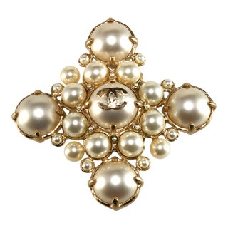Chanel Brooch CC Logo Faux Pearls Pin Pendant for Necklace For Sale