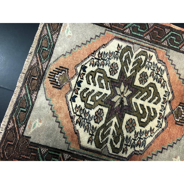 Traditional Vintage Turkish Handmade Gray and Beige Small Rug For Sale - Image 3 of 6