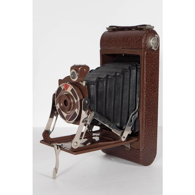 Important Art Deco Enamel and Chrome Box Fitted Camera by Walter Dorwin Teague For Sale In New York - Image 6 of 11