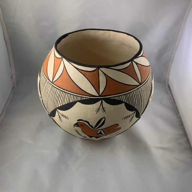 1960s Southwestern Acoma Pueblo Polychrome Olla Parrot Jar For Sale - Image 5 of 13