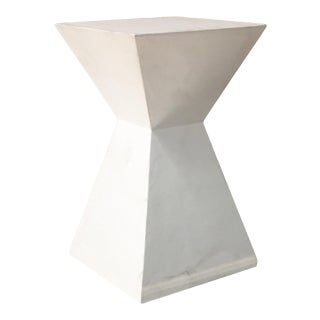 Contemporary Daphne Round Chairside Table For Sale