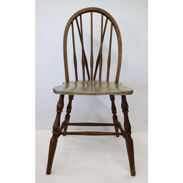Very nice looking Windsor Side Chair in a bow back form. The seat has been painted in a white base coat and has one coat...