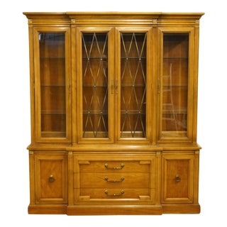 """Thomasville Furniture Milano Collection 70"""" Illuminated Display China Cabinet 752-29 For Sale"""