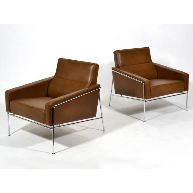 Pair of Arne Jacobsen Series 3300 Lounge Chairs - Image 5 of 11