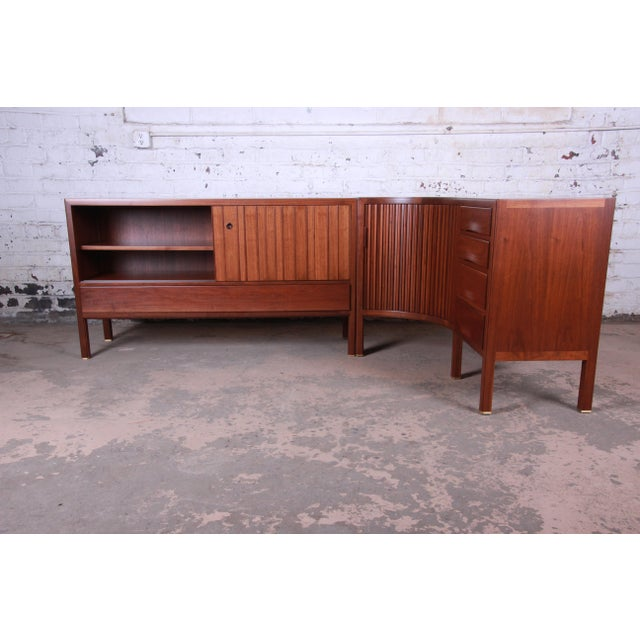 Metal 1950s Edward Wormley for Dunbar Curved Two-Piece Corner Credenza For Sale - Image 7 of 13