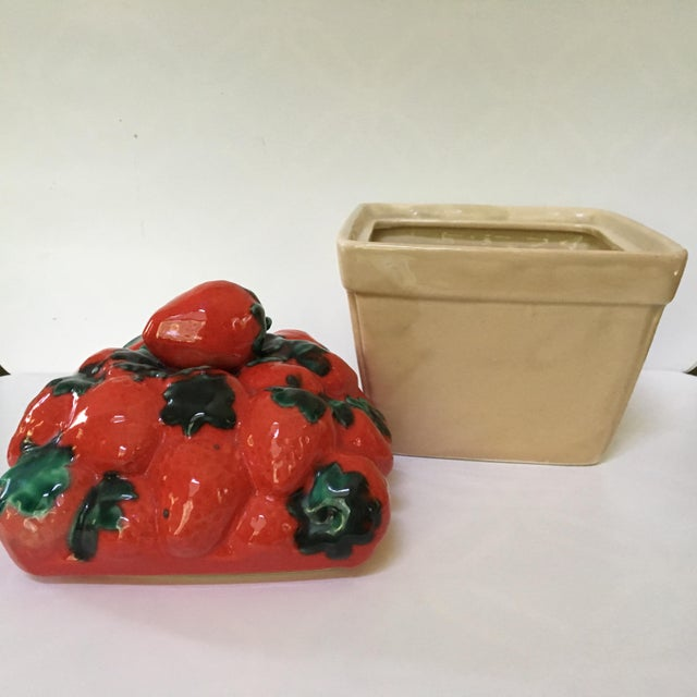 1970s Trompe l'Oeil House of Webster Ceramic Strawberry Pint Container For Sale - Image 4 of 9