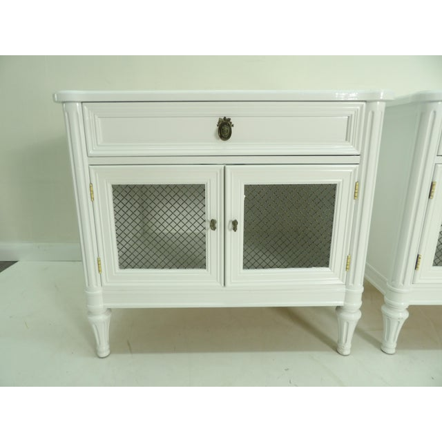 French Henredon French Regency Style White Finished Nightstands - a Pair For Sale - Image 3 of 7