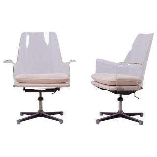 Pair of Swivel Chairs Made of Lucite in Manner of Laverne For Sale