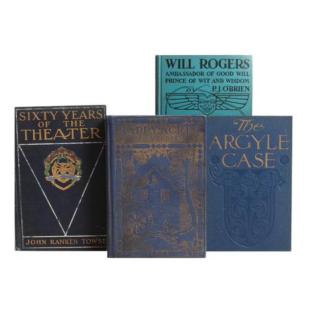 The B&W Vintage Blue Book Wall combines fifty unique vintage books in beautifully blended shades of blue. Various authors...