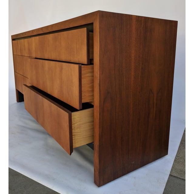 Mid-Century Modern Dillingham for Merton Gershun Walnut Dresser For Sale In Sacramento - Image 6 of 11