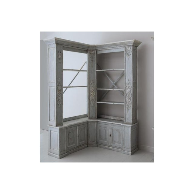 French Pair of French Louis XV Style Corner Bookcases For Sale - Image 3 of 13