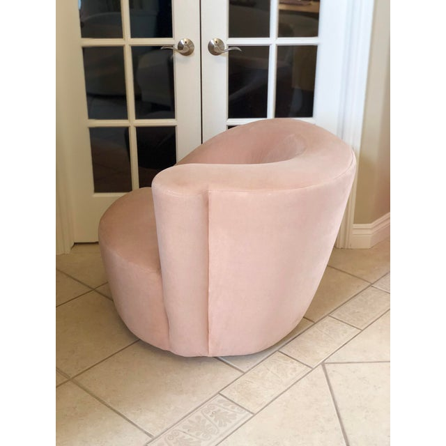 Contemporary 1980s Vintage Vladimir Kagan Pink Nautilus Swivel Chair For Sale - Image 3 of 6