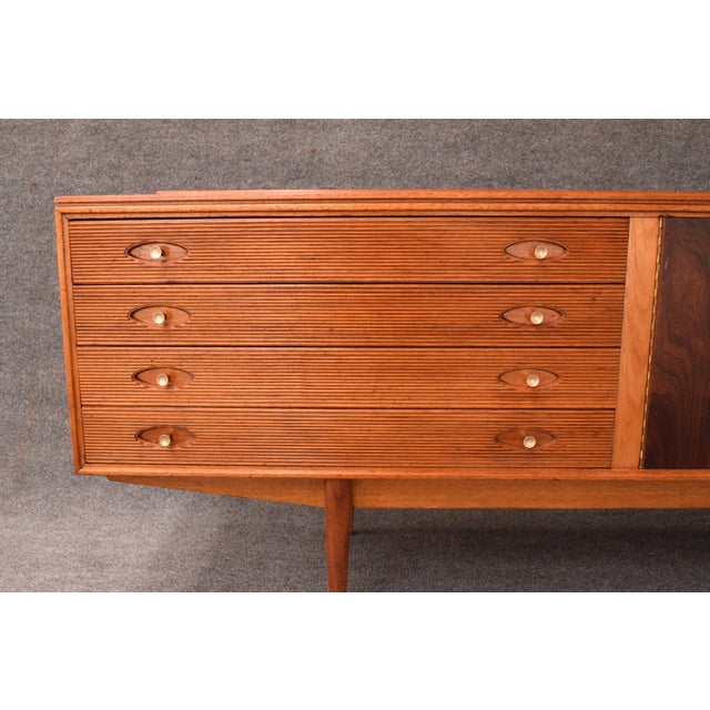 "Teak 1950s Mid-Century Modern Robert Heritage for Archie Shine Teak ""Hamilton"" Credenza For Sale - Image 7 of 11"