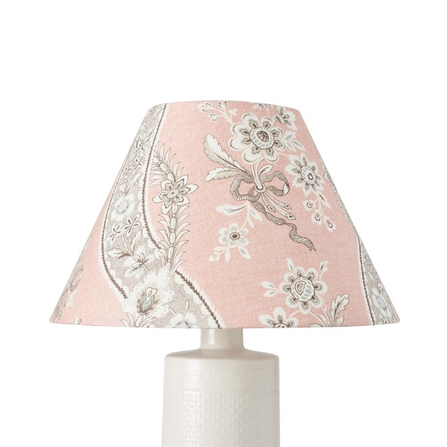 This lampshade features our Le Castellet in Blush. Based on a classic Provençal motif, Le Castellet is a printed linen...