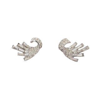 Early 1950s Trifari Rhodium Plated Baguette Rhinestone Earrings For Sale