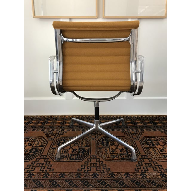 Herman Miller Eames Aluminum Group Side Chair For Sale - Image 4 of 11