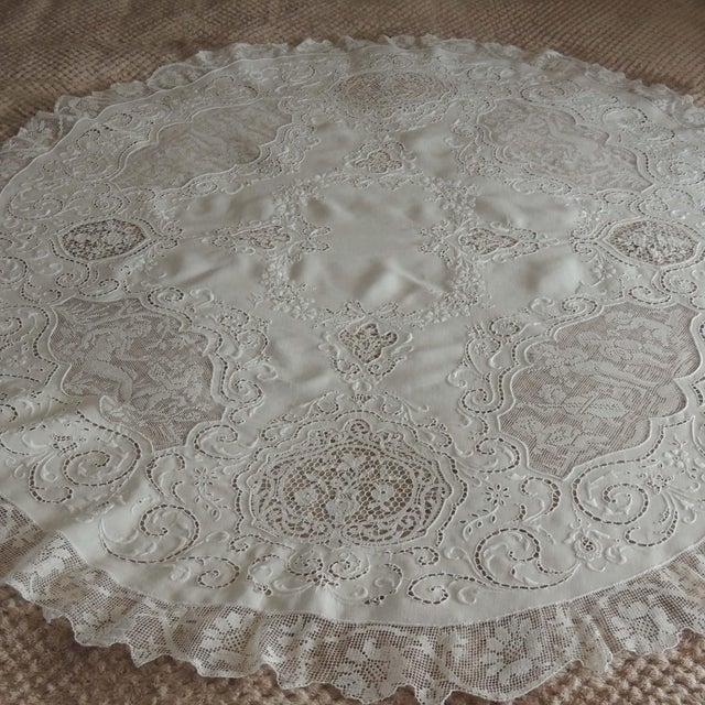 This exquisite round Italian needle lace lace tablecloth has everything! Done out of very fine white linen, this amazing...