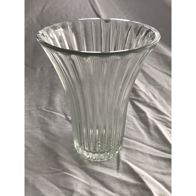 1930s vintage art deco Anchor Hocking ribbed fluted glass vase. This vase is thick clear glass with some weight. The base...