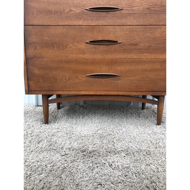 Mid Century Modern Highboy Dresser Sculptura by Broyhill For Sale In New York - Image 6 of 13