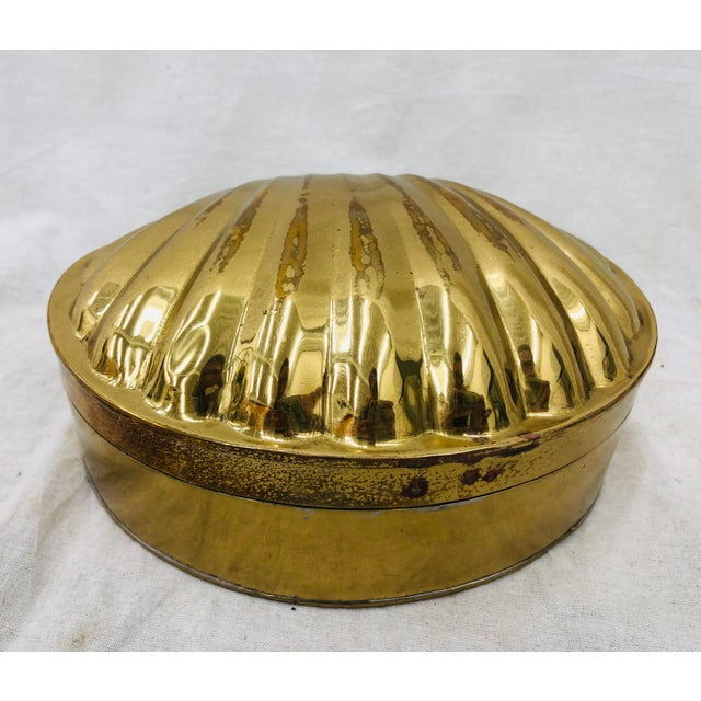Stunning Vintage Solid Brass Clam Sea Shell Shaped Brass Box. Fabulous shiny gold patina! A great wedding gift or...