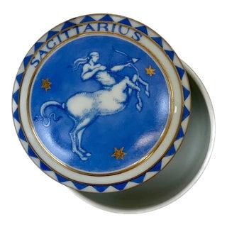 Late 20th Century Vintage Sagittarius Zodiac Mottahedeh Trinket / Pill Box For Sale