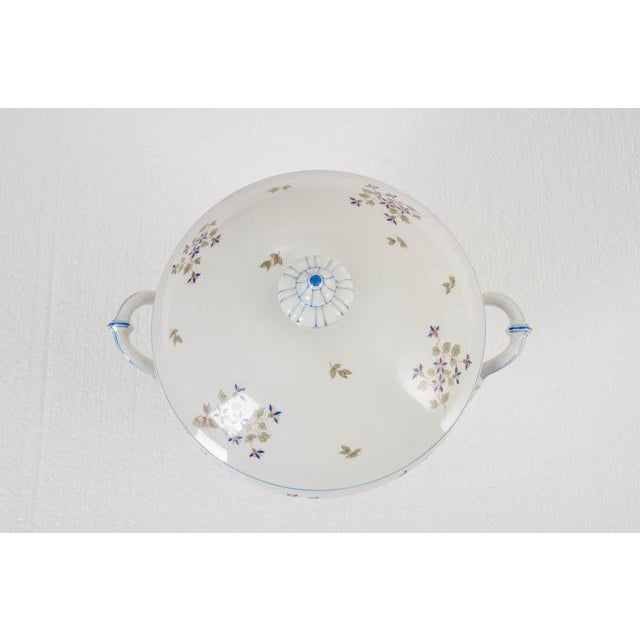 French Old Paris Porcelain 'Cornflower' Pattern Tureen For Sale - Image 4 of 8