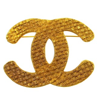 Chanel Gold Textured CC Charm Lapel Brooch For Sale