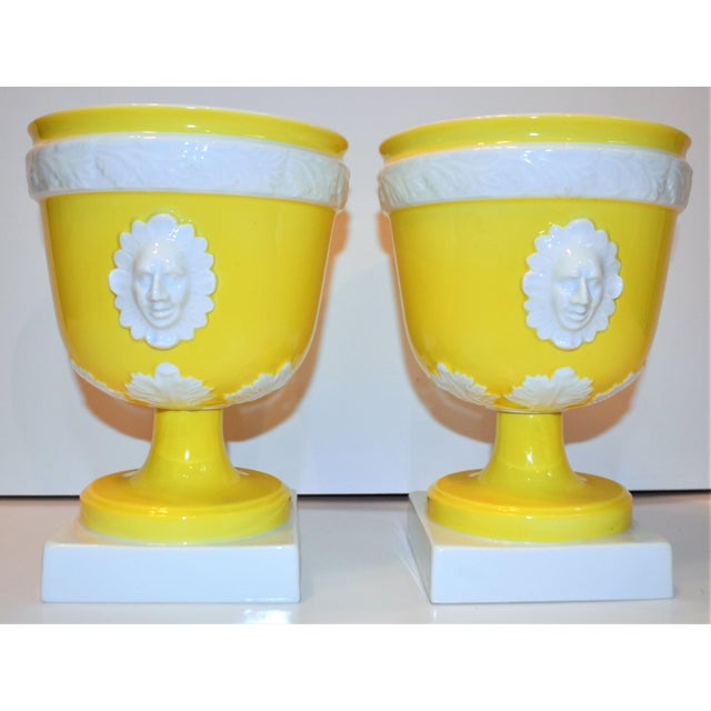 Neoclassical 1970s Vintage Mottahedeh Lemon & White Neoclassical Pedestal Cachepots - a Pair For Sale - Image 3 of 13