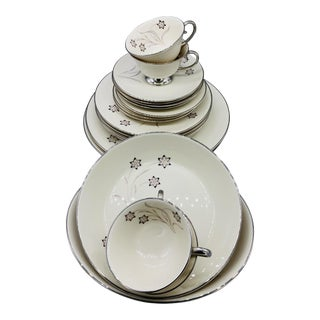 1960s Flintridge Starflower Dinnerware - Set of 20 For Sale