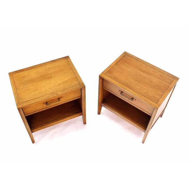 Pair of nice Mid-Century fruitwood 1 drawer nightstands by Drexel.