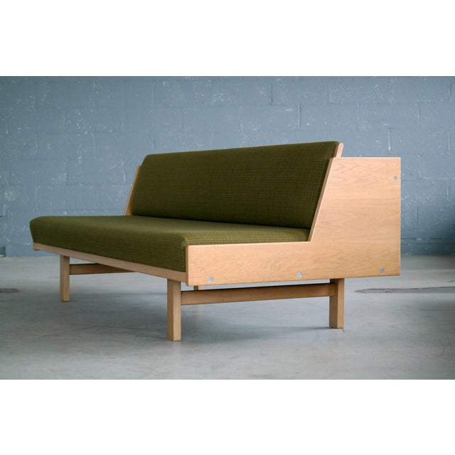 Hans Wegner Daybed Model 258 for Getama Danish Mid-Century For Sale In New York - Image 6 of 10