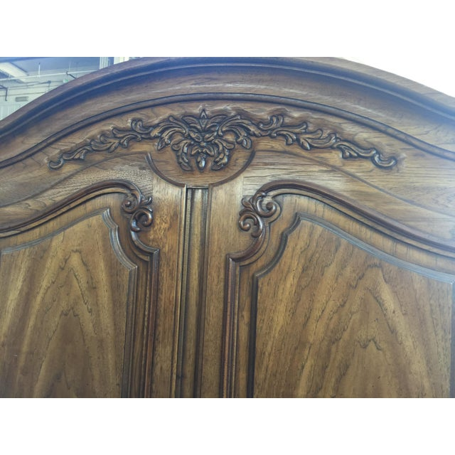 Thomasville French Provincial Armoire, excellent condition made in the 1970's , one shelf in the top (two shelves acutally...