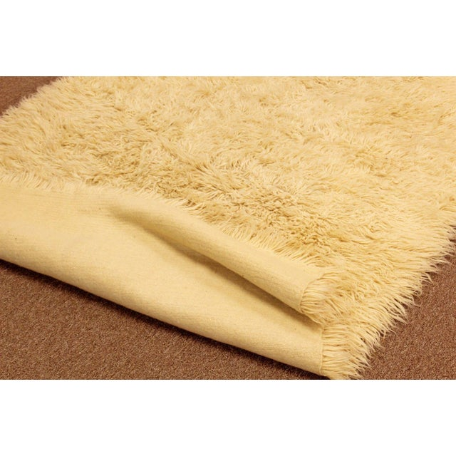 1970s 1970s Mid-Century Modern White Flokati Shag Hand Woven Wool Area Rug - 5′5″ × 8′10″ For Sale - Image 5 of 6