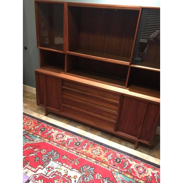 Brown and Saltman Mid-Century Modern Sideboard + Hutch For Sale - Image 4 of 8