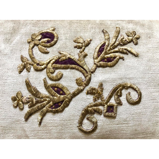 Baroque Velvet Pillow With 19th Century Metallic Gold Wire Floral Embroidery For Sale - Image 3 of 13