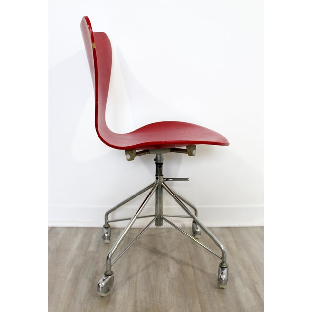 1950s Mid Century Modern Arne Jaconbsen Fritz Hansen Danish Chair Model 3117Red For Sale - Image 5 of 11